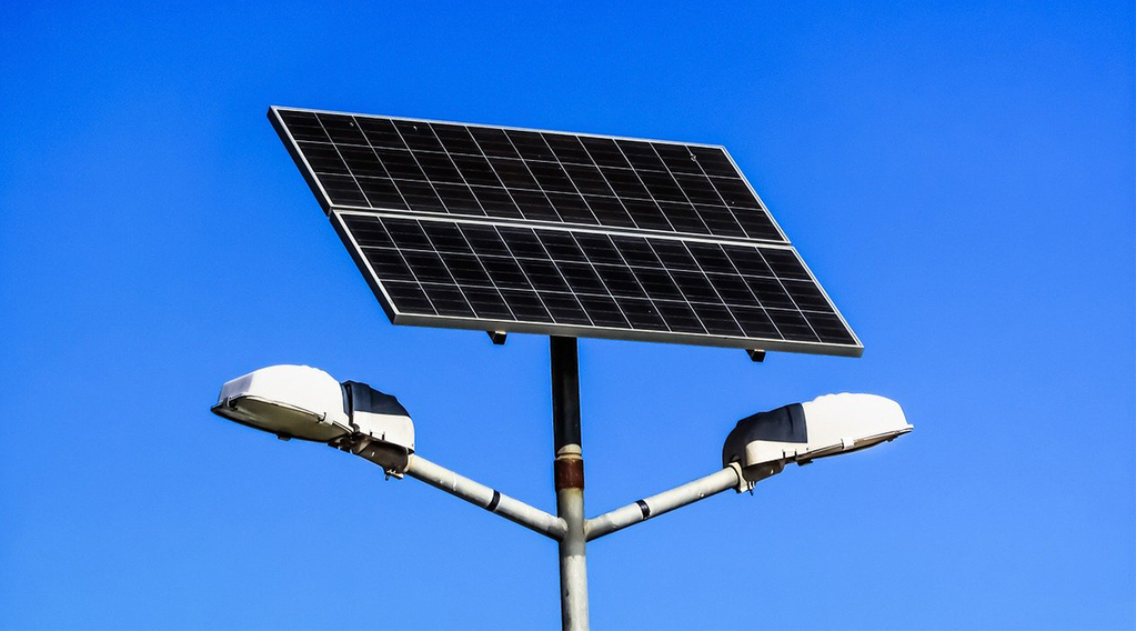 how do solar lights work